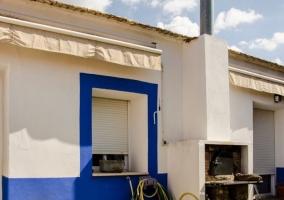 Vistas de los exteriores en blanco y azul