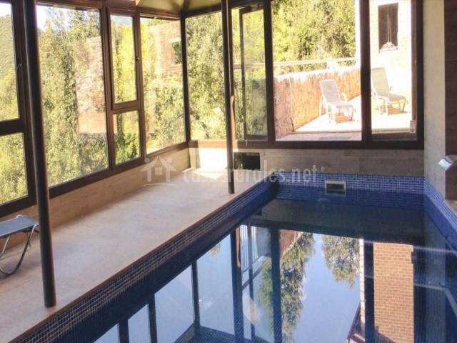 El refugi de viladomat rural en la nou de bergueda barcelona for Casa con piscina climatizada