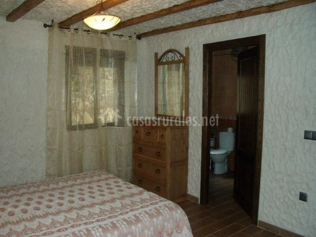 Dormitorio de matrimonio con aseo incluido