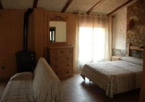 Dormitorio y sala de estar en espacio diáfano