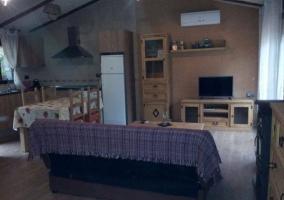 Sala de estar y cocina en el mismo espacio