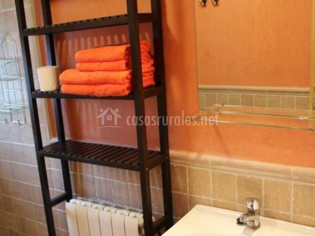 Aseo en naranja con ducha