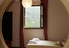 Dormitorio con jacuzzi incorporado