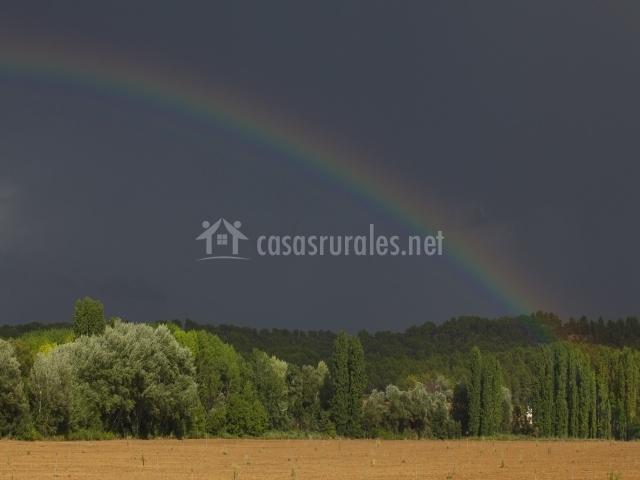 Arco iris sobre la casa