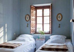 Dormitorio con dos camas de la planta alta sin aseo