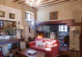 Sala de estar con espacios para reunirse