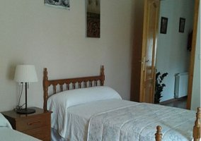 Dormitorio doble blanco de la planta alta