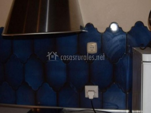 Cocina con azulejos en azul