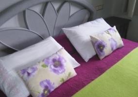 Dormitorio doble en verde y morado