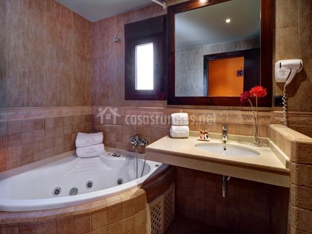 Bañera de hidromasaje para una persona con ropa de ducha