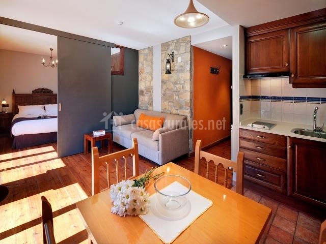 Salón y cocina totalmente equipada
