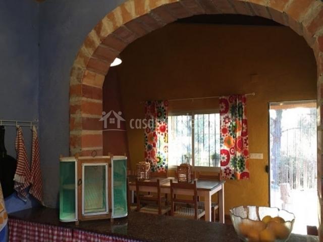 Caseta les majones en villalonga valencia for Cocina abierta sala de estar