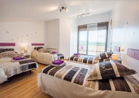 Dormitorio cuádruple con terraza