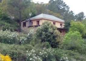 Vistas de la casa entre naturaleza