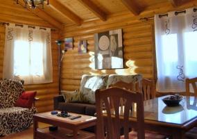 Sala de estar y comedor en espacio abierto
