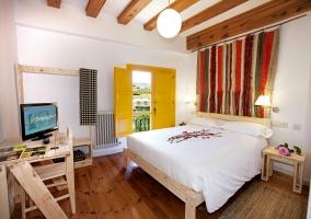 Dormitorio estándar con televisor