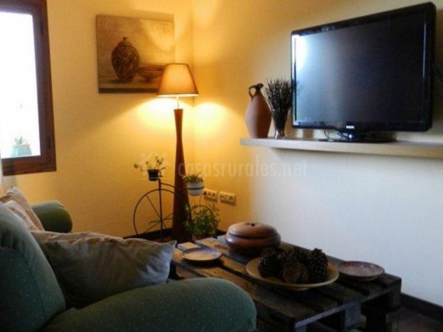 El descanso sala de estar con televisor de plasma