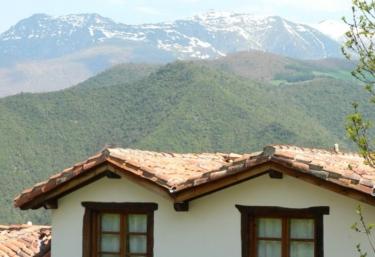 Vistas de la fachada y el entorno
