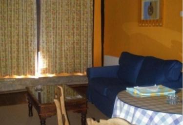 Sala de estar con paredes naranjas