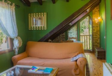 Salón con paredes verdes