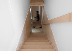 Pasillo y escaleras de la casa