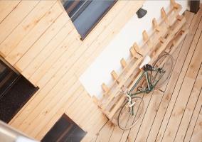 Vistas del patio con una bicicleta