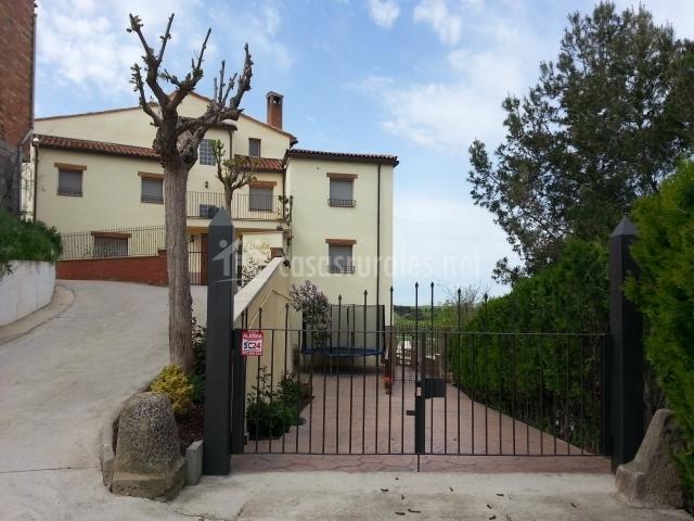 Vistas casa y accesos