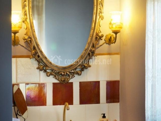 Aseo con espejo y marco barroco