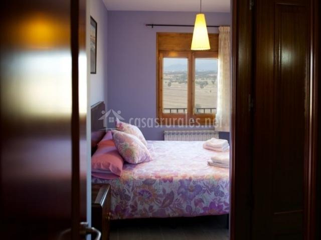 Dormitorio con vistas desde la cama