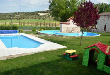 Casas rurales con piscina en santiba ez de valcorba for Casas vacacionales con piscina