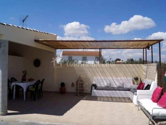 Vistas de la terraza con zonas de descanso