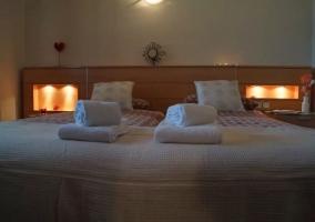 Dormitorio doble con luz tenue