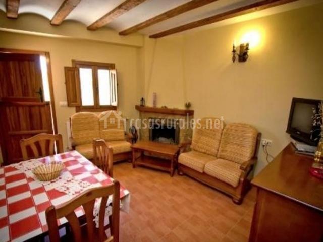 Casa barba en molinicos albacete for Sala de estar y comedor