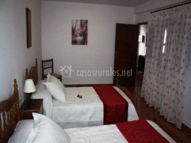 Dormitorio doble con mesillas