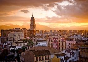 Málaga atardeciendo