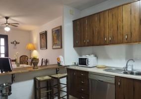 Cocina office con banquetas