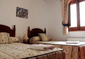 Dormitorio doble con camas juntas