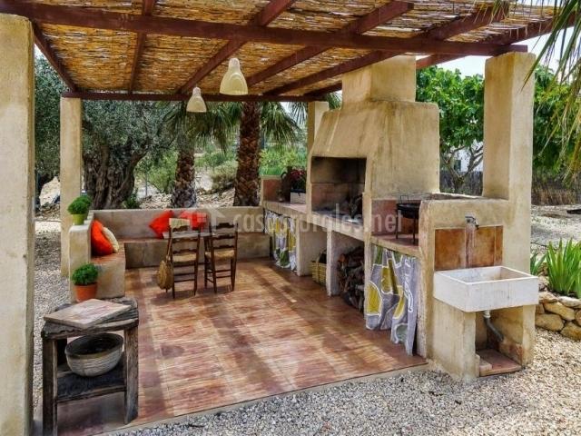 Casas de ain s casa del olivo en ricote murcia - Porches con barbacoa ...
