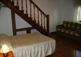 Dos camas y cómoda