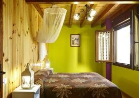 Apartamentos dormitorio con paredes de madera