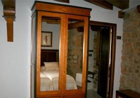 Armario espejo de madera