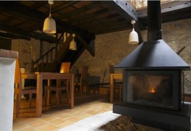 Casas rurales con chimenea en taranes for Casa rural con chimenea asturias