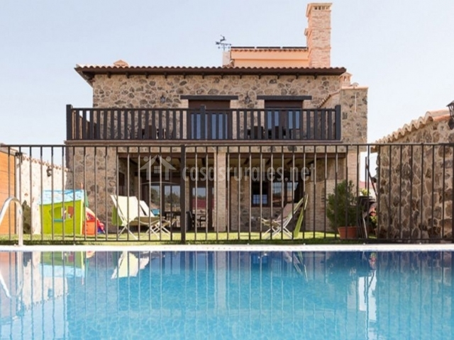 Encantos de monfrag e casa rural en malpartida de for Casas rurales en caceres con piscina