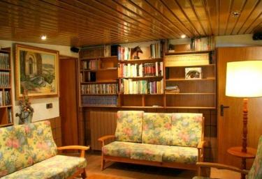e334645aa6fcc ... Casas Rurales Barcelona · Casas Rurales La Llacuna. ¡Compártelo! Sala  de lectura ...