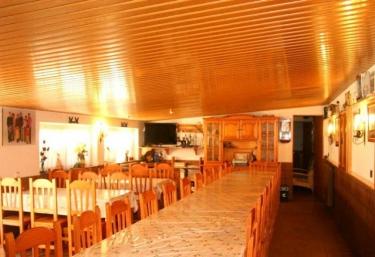 5d77a646c305a ... Casas Rurales Barcelona · Casas Rurales La Llacuna. ¡Compártelo! Sala  de lectura Zona de comedor