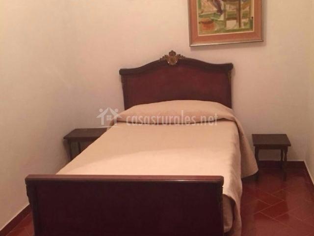 Dormitorio de matrimonio con suelos de gres