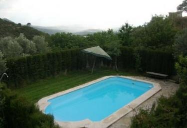 Casas rurales con piscina en ja n for Piscina jaen