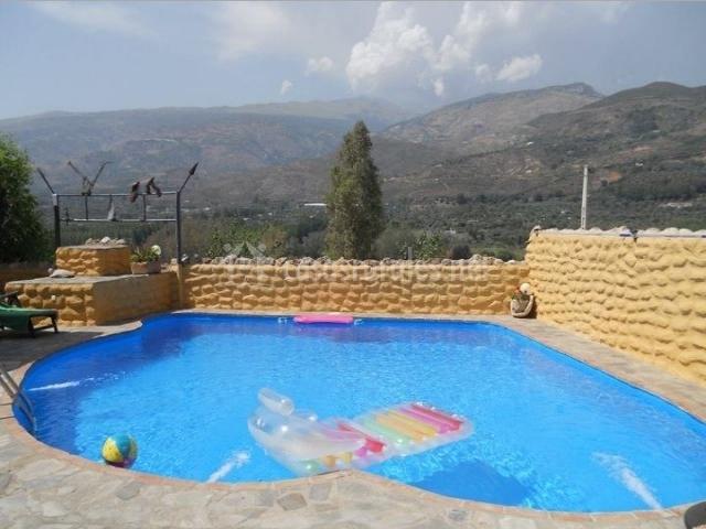 Casa amara casas rurales en los tablones granada for Colchonetas piscina