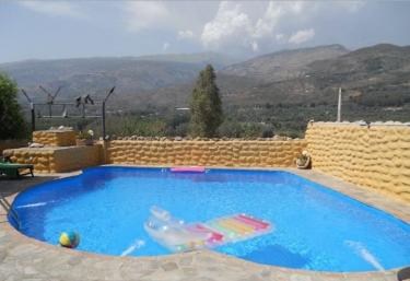 Casas rurales con piscina en granada for Casas vacacionales con piscina
