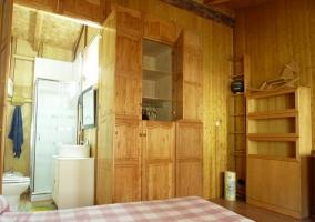 Dormitorio de matrimonio con aseo